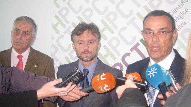 El presidente de la Diputación de Huelva, Ignacio Caraballo, Fiscal y Pérez Vigu