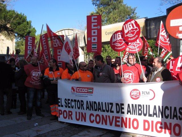 Protesta de trabajadores del sector concertado de las ambulancias