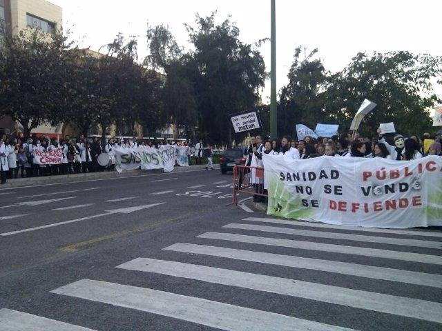 MIR se concentran ante la sede del Parlamento andaluz
