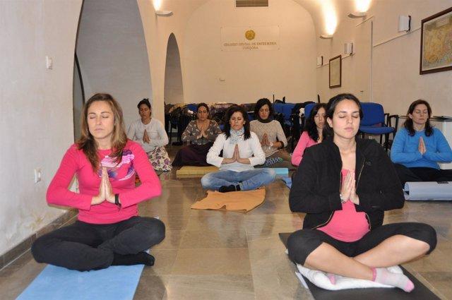 Curso de yoga de enfermeras cordobesas