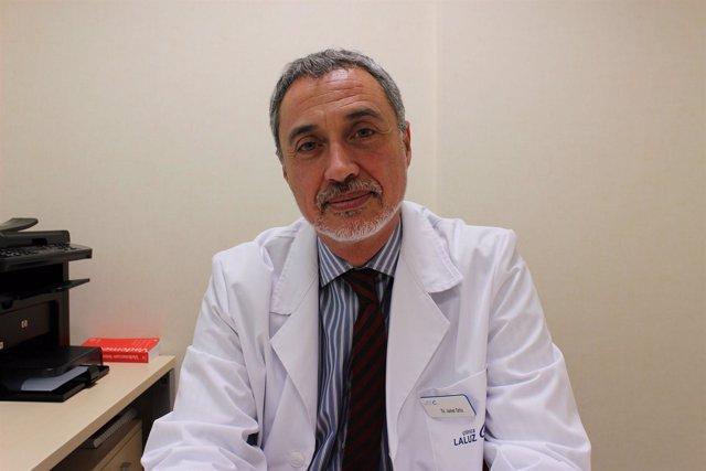 Dermatólogo de la Clínica La Luz, Javier Ortiz