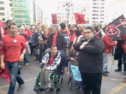 Miles de discapacitados se manifiestan para denunciar el recorte de derechos que han sufrido con la crisis