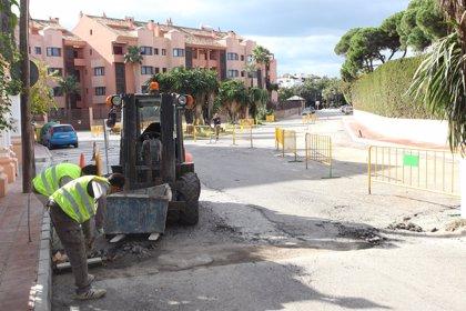 El Ayuntamiento de Marbella acomete la remodelación del aparcamiento de acceso a la playa de Nueva Andalucía