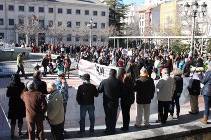 Cientos de personas se manifiestan en Cuenca en defensa de los servicios públicos