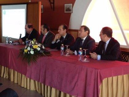 El Gobierno de Extremadura abordará la modificación de la Ley de Farmacia en lo relativo a la caducidad de las licencias