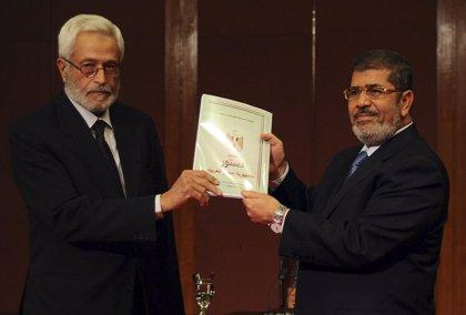Mursi ofrece diálogo y retirar sus decretos si es aprobada la nueva constitución