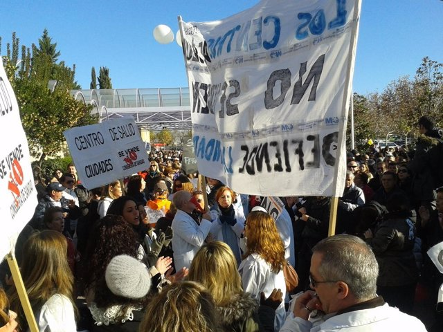 Iniciativa 'Rodea el Hospital' en el Hospital de Getafe