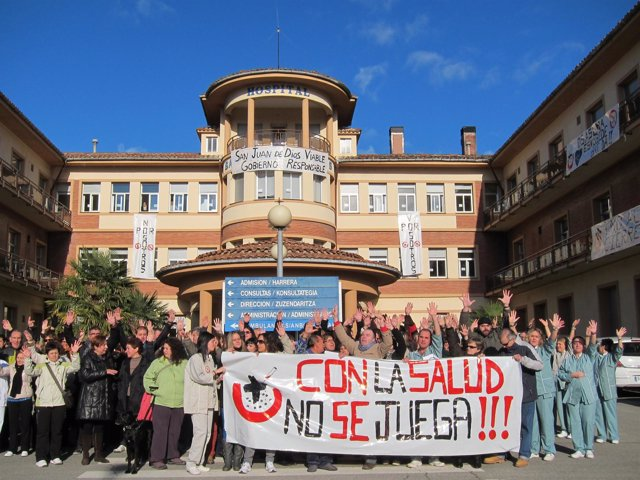 Concentración de los trabajadores del Hospital San Juan de Dios.