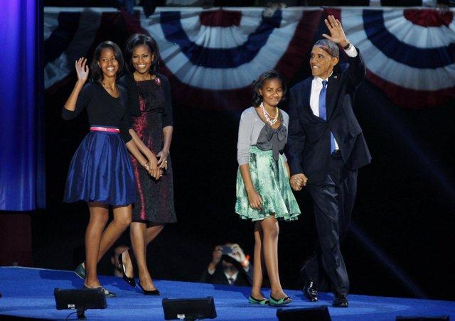 Barack Obama y su familia tras la victoria electoral