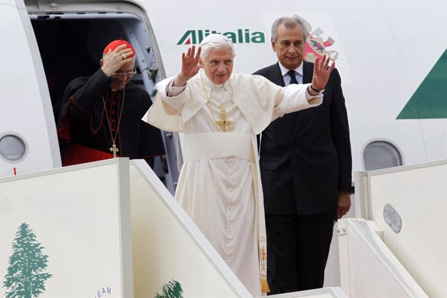 El Papa en su llegada a Beirut, capital de Líbano