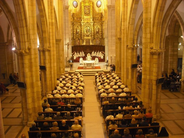 Misa En La Catedral De Santander