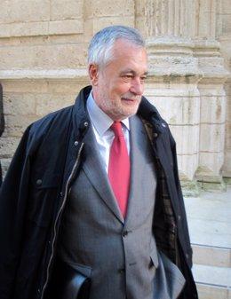 José Antonio Griñán, antes del pleno de comisión ERE