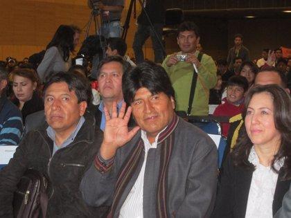 """Evo Morales se declara """"dolido"""" por la recaída de Chávez"""