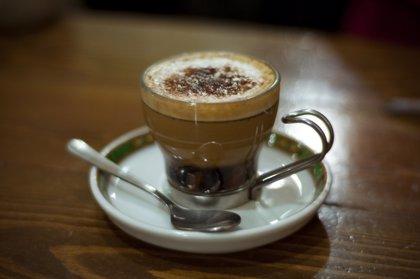Moderar el consumo de café, no fumar y reducir la ingesta de grasas animales ayuda a cuidar la salud cardiovascular