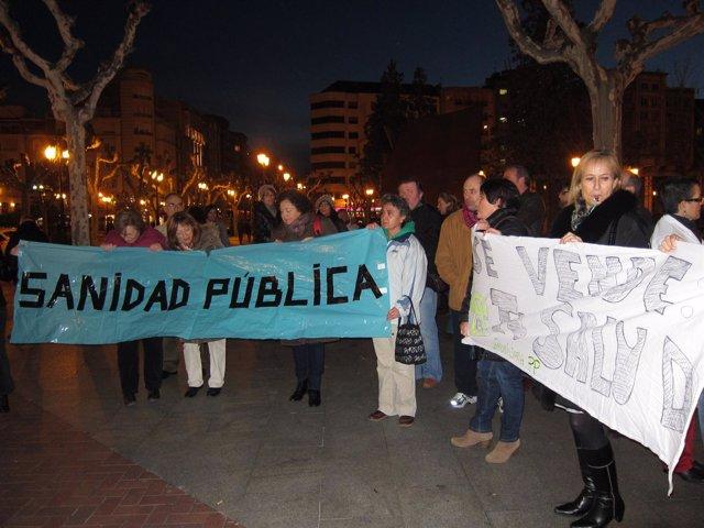 Concentración en defensa de la sanidad pública riojana frente al Palacete