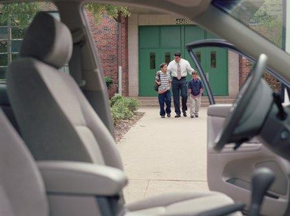 El peligro de fumar en el coche con niños