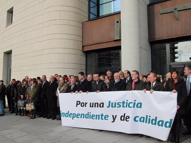 Concentración de jueces, fiscales y abogados.