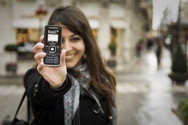 Chica con 'smartphone'