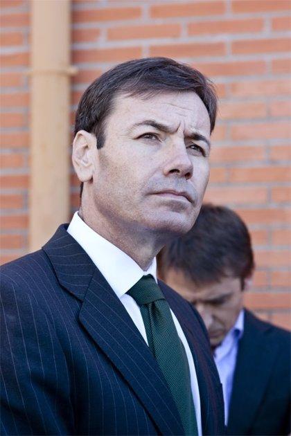 """El PSOE exige a la Comunidad que paralice la """"privatización"""" sanitaria"""