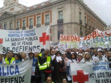 """Miles de 'batas blancas' toman el centro para mostrar el """"rechazo de la población al desmantelamiento sanitario"""""""