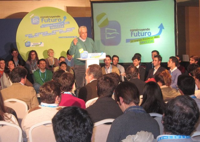 Javier Arenas en el Congreso de Nuevas Generaciones de Sevilla