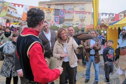 """Díaz valora iniciativas como el mercado navideño de Gines que """"dan vida al comercio de los pueblos"""""""