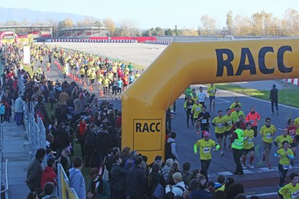Más de 4.000 personas participan en una carrera a pie del Racc en el Circuit de Catalunya