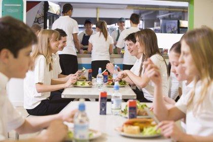 Miles de niños británicos no usan la beca de comedor por el estigma
