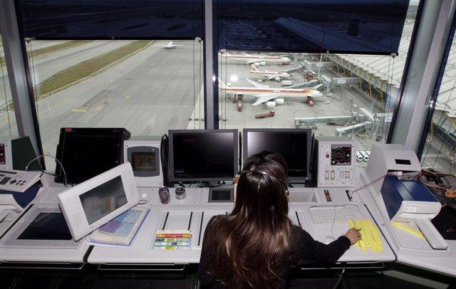Torre De Control, Controladores Aéreos