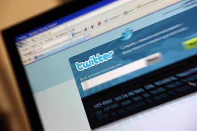 Ordenador Con Twitter