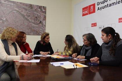 PSOE pide al Ayuntamiento que asegure el pago a empleados de servicios públicos que contrate con otras empresas
