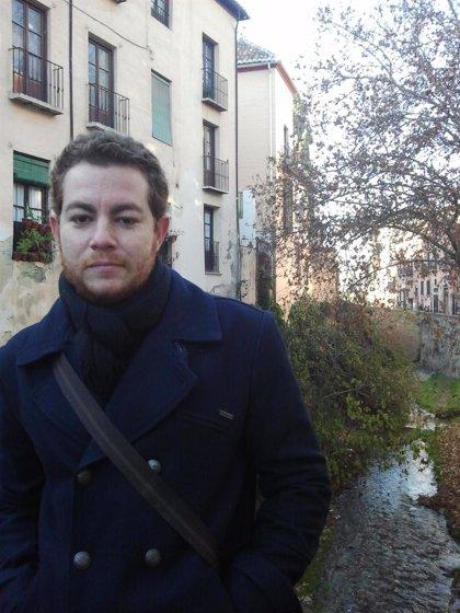 El poeta y periodista murciano Alberto Caride presenta este miércoles su poemario 'Narciso despeinado' en Libertad 8