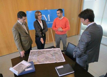 La Diputación entrega al municipio de Cártama su plan local de instalaciones deportivas