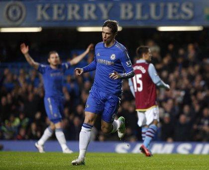 AMP.- Fútbol/Premier.- (Crónica) El 'pichichi' Michu arrebata dos puntos al United y el Chelsea le mete ocho al Villa