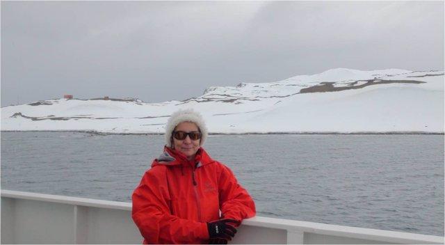 María Antonia Nerín en el buque Hespérides