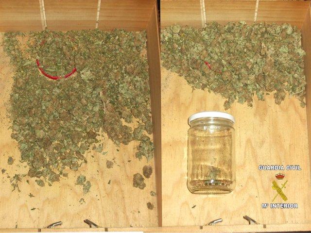Marihuana en cajones de un detenido