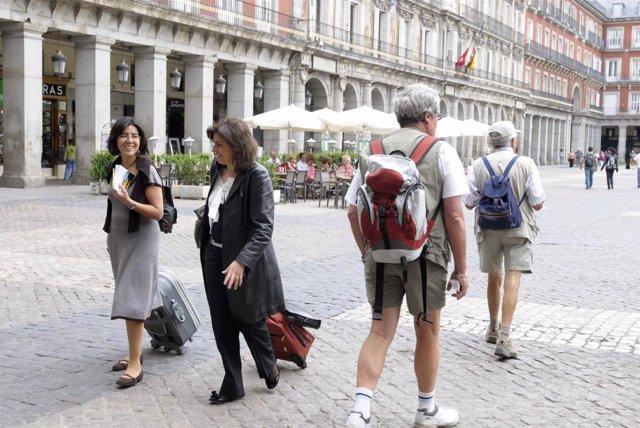 Turistas Por Madrid