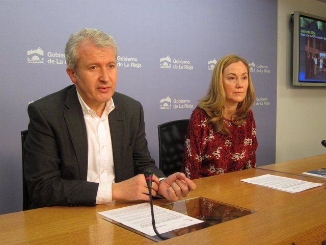 Emilio del Río, consejero de Presidencia, y Marta Romo, directora O. Bruselas