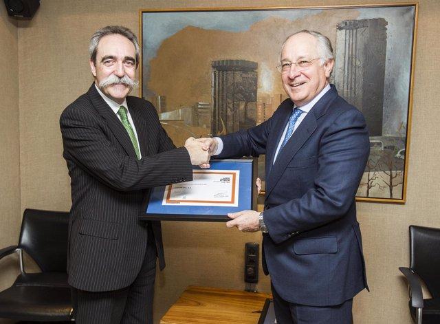 Juan Antonio Zufiria (pte. Del Club Excelencia en Gestión) y Joan Maria Nin