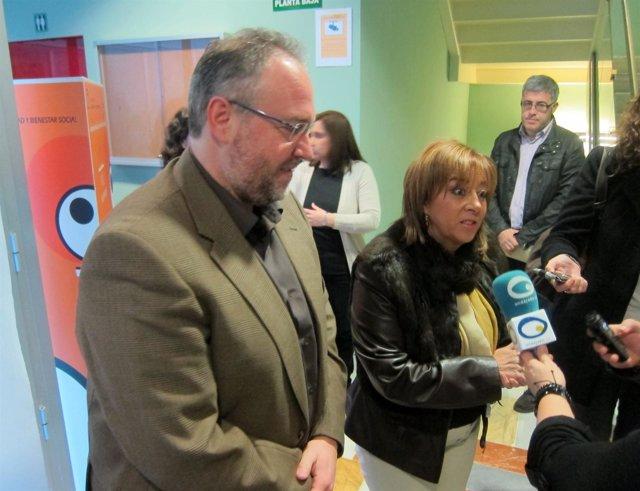 Manuel Gabriel Pérez y Purificación Gálvez atienden a los medios.