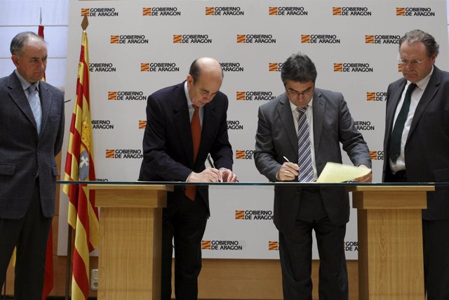 Fernandéz de Alarcón y Abertis firman convencios N-2 y N-232