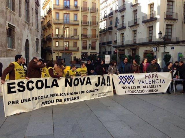 Concentración de Ampas ante el Palau de la Generalitat