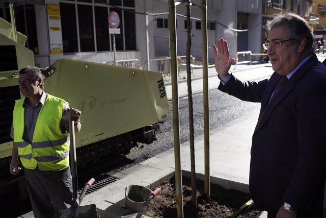 El alcalde de Sevilla, Juan Ignacio Zoido, visitando obras en Los Remedios