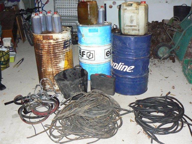 Material robado incautado a los dos detenidos.