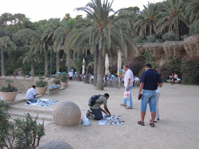 Venta Ambulante - 'Top Manta' En El Parque Güell