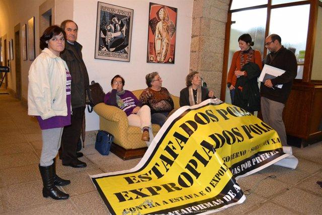 Rubén Cela y Ana Pontón (BNG) se reúnen con los afectados encerrados en Santiago