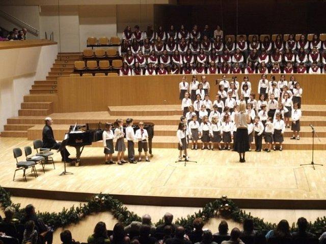Actuación de los Pequeños Cantores en el Palau de la Música.