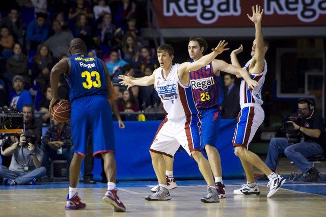 FC Barcelona Regal  Blusens Monbus