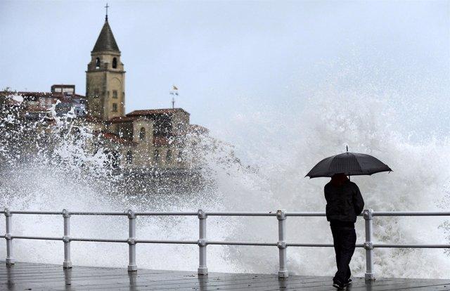 Temporal de viento y oleaje en Asturias (Gijón)