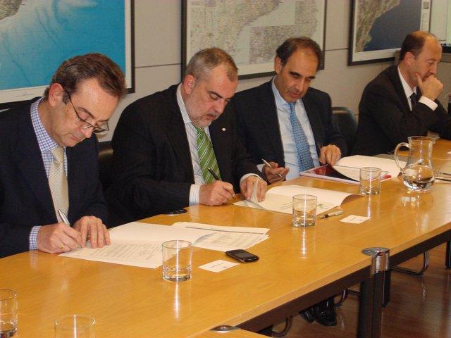 Firma del contrato de gestión de la ATLL entre Acciona y la Generalitat